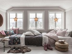 Cozy winter window nook - two ways - daily dream decor Bedroom Nook, Bedroom Decor, Wabi Sabi, Scandinavian Kids Rooms, Scandinavian Cottage, Winter Bedroom, Cosy Room, Piece A Vivre, Interiors