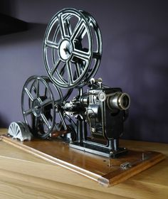 Le Fulgur 35mm filmprojector circa 1920 ~ Cinegraphica