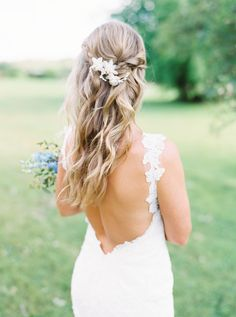 Beach waves wedding hairstyle | Photography: Brittany Jean
