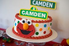 Get amazing Elmo birthday party ideas with lots of free printables, DIY ideas, decorations. Ideas for a 1st birthday party or 2 year old birthday party.
