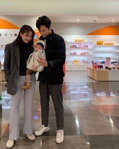 Cute Asian Babies, Korean Babies, Cute Babies, Dad Baby, Mom And Baby, Baby Kids, Ulzzang Kids, Ulzzang Couple, Cute Family