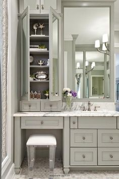 Sophisticated bathroom features gray vanity cabinets paired with a statuary marble countertop. Source by bathroomj The post Sophisticated bathroom features gray vanity cabinets paired with a statuary marb& appeared first on Mahdi DIY. Bad Inspiration, Bathroom Inspiration, Bathroom With Makeup Vanity, Gray Vanity, Master Bath Vanity, Bathroom With Vanity, Vanity With Sink, Master Bathrooms, Vanity With Storage