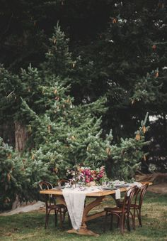 FORAGE AND FERN WORKSHOP // #tablesetting #decor #wedding #ceremony #reception #inspiration #forest #flowers #bronze #berry
