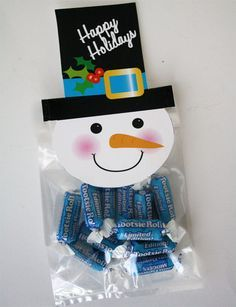 If you are looking for a quick way to dress up some Holiday treats, give these snowman treat bag toppers a try! Christmas Favors, Christmas Goodies, Christmas Holidays, Christmas Games, Christmas Decorations, Christmas Candy, Christmas Ornaments, Snowman Crafts, Holiday Crafts