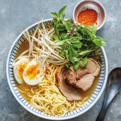 Asian markets grocery stores carry fresh ramen noodles, but you can use dried noodles if you prefer in this pork ramen with bean sprouts recipe. Find shichimi togarashi, a traditional addition to ramen, in Japanese markets or well-stocked grocers. Ramen Recipes, Noodle Recipes, Curry Recipes, Pork Recipes, Asian Recipes, Healthy Recipes, Noodle Soups, Skillet Recipes, Pork Curry Recipe