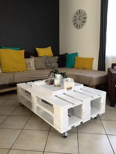 As far as this wooden pallet coffee table is concerned, this again was made out of the same scrap material that we call the shipping pallets. We see that a lot of work is done on the finishing of the wooden coffee table.