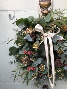 Christmas // How to Make a Wreath - Roses and Rolltops Christmas Flower Decorations, Christmas Door Wreaths, Christmas Flowers, Holiday Wreaths, Rustic Christmas, Christmas Crafts, Diy Fall Wreath, Autumn Wreaths, Wreath Ideas