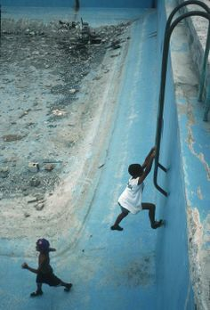 Magnum Photos Alex Webb CUBA. La Havana. Unused swimming pool in sports center. 2000.
