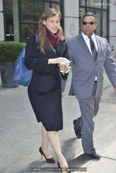 Jennifer Garner leaving her Manhattan hotel http://www.icelebz.com/events/jennifer_garner_leaving_her_manhattan_hotel/