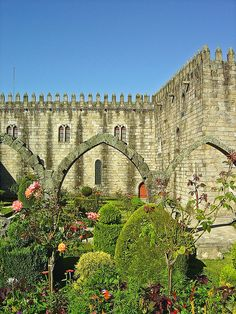 Garden in the Cloisters of the main Church in Braga - Portugal, Braga Portugal, Visit Portugal, Portugal Travel, Spain And Portugal, Portuguese Culture, Lisbon, Vacation Spots, Places To See, Cool Pictures