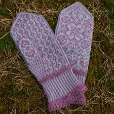 Ravelry: Project Gallery for Bianca's Mittens/Biancas Votter pattern by Wenche Roald Knitting Charts, Lace Knitting, Knitting Stitches, Knitting Designs, Knitting Socks, Knitting Projects, Knitting Patterns, Crochet Mittens, Mittens Pattern