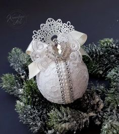 Shabby Chic Christmas Ornaments, Christmas Baubles, Christmas Carol, Christmas Crafts, Xmas, Dog Bed, Holiday Decor, Flowers, Home Decor