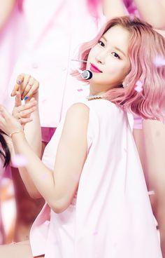 이미지 뷰어 : SBS Yuehua Entertainment, Starship Entertainment, Cosmic Girls, Neverland, Flower Girl Dresses, Butterfly, Wedding Dresses, Fashion, Bride Gowns