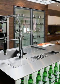 Veja os melhores modelos de torneiras gourmet com dicas de decoração, instalação e onde comprar a sua.