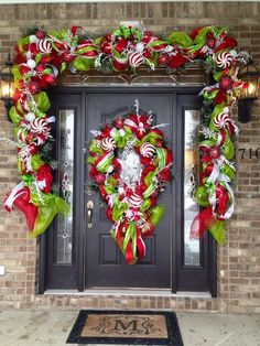 34 Beautiful Christmas Porch Decorating Ideas - Home Decor Ideas Front Door Christmas Decorations, Diy Christmas Garland, Christmas Front Doors, Christmas Porch, Christmas Lights, Christmas Crafts, Peppermint Christmas Decorations, Grinch Christmas Tree, Candy Cane Decorations