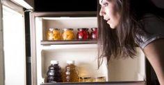 """Όταν η ώρα είναι περασμένη, αλλά το ψυγείο συνεχίζει να σας """"καλεί», πρέπει να φανείτε δυνατοί και να αποφύγετε σε κάθε περίπτωση τροφές που θα επηρεάσουν"""