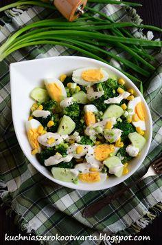 Kuchnia szeroko otwarta: Sałatka z brokułem, kukurydzą i sosem feta