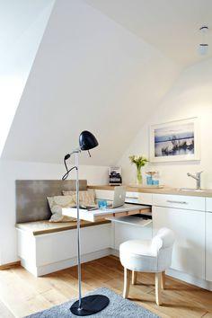 Dass man auch die Küchenzeile hervorragend als Arbeitsplatz nutzen kann, zeigt dieses Beispiel. (Foto: © Christian Burmester / Houzz)