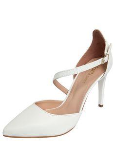 [ scarpin dafiti shoes off white for R$62,99 ]