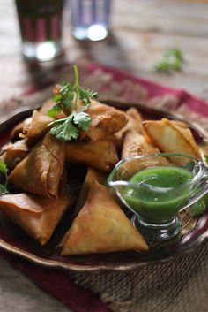 Chicken Samoosas South African Recipes, Indian Food Recipes, Quick Snacks, Healthy Snacks, Graham Recipe, Sarah Graham, Lamb Curry, Eating Fast, Healthy Family Meals
