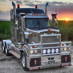 Lelox stainless steel mudguards, brackets & chassis pipes are sitting pretty on this Kenworth Kenworth Trucks, Mack Trucks, Big Rig Trucks, Peterbilt, Heavy Duty Trucks, Heavy Truck, Custom Big Rigs, Custom Trucks, Customised Trucks