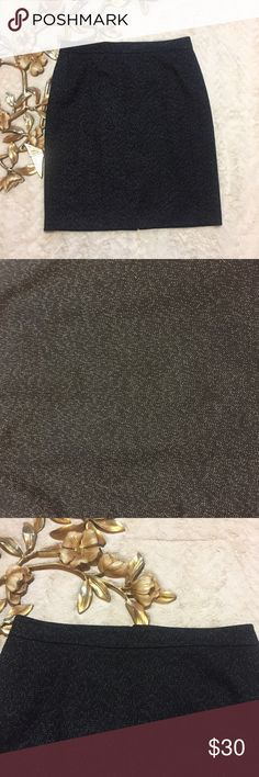 "Ann Taylor Black Skirt Size 8 Ann Taylor Black Skirt Size 8 black with white specks measurements taken laying flat: 15-1/2"" waist 19-1/2"" hips 21-1/2"" length Ann Taylor Skirts Midi"