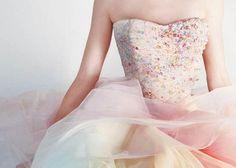 ドレスに虹を掛けましょう*ふわふわチュールが可愛いレインボードレスにきゅん♡のトップ画像