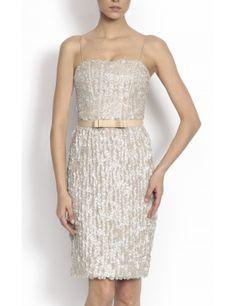 #Rochie conica cu bretele subtiri, realizata din tull cu reflexe argintii, talia accentuata decorata cu o curea cu fundita, lungime medie. Material: 100% poliamida