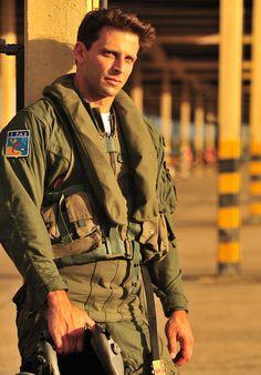 Isabeli Fontana, Military Looks, Military Jacket, Henri Castelli, Tom Cruise, Men In Uniform, Beautiful People, Boys, Women