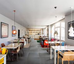 This café has a gorgeous Scandinavian design that's strongly underpinned by those dark grey porcelain tiles