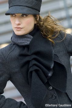 How to #wear your hair with a #hat?  Have a warm winter with #style with our tips and #tricks. http://www.livecoiffure.com/en/posts/31747-how-to-wear-your-hair-with-hat