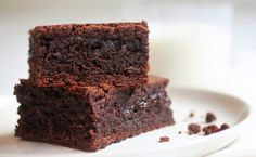 Let Them Eat Brownies is a group of recipes collected by the editors of NYT Cooking Flourless Chocolate Cakes, Chocolate Brownies, Dessert Chocolate, Stevia, Justus Von Liebig, Just Desserts, Dessert Recipes, Drink Recipes, Brownie Bar