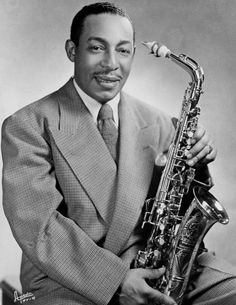 Photo of Johnny Hodges. On October 6 or at NBC Radio City, Hollywood, Ca. Johnny Hodges, alto saxophonist, was a part of the orchestra that performed with Duke Ellington on Jubilee. Jazz Artists, Jazz Musicians, Music Artists, Blues Artists, Johnny Hodges, 1940s Mens Hairstyles, Men's Hairstyles, Vintage Hairstyles, Wedding Hairstyles