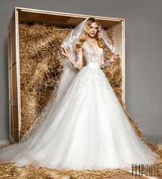 Zuhair Murad Spring-summer 2015 - Bridal - http://www.flip-zone.com/fashion/bridal/the-bride/zuhair-murad-5159