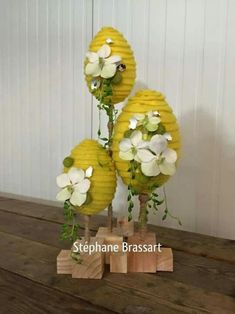 Creative Easter eggs display with flowers Easter Flower Arrangements, Easter Flowers, Spring Flowers, Floral Arrangements, Design Floral, Deco Floral, Arte Floral, Egg Crafts, Easter Crafts