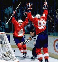 Mario Lemieux & Wayne Gretzky 1987 Canada Cup Photo Print x Ice Hockey Players, Nhl Players, Montreal Canadiens, Mike Bossy, Canada Cup, Mario Lemieux, Hockey Boards, Wayne Gretzky, Nhl Games