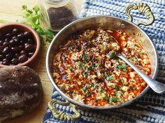 Turkish-Style Vegan Tofu Scramble (Vegan Menemen) Menemen—eggs scrambled with olive oil, onions, chi Tofu Scramble, Menemen Recipe, Baharat Recipe, Vegetarian Recipes, Cooking Recipes, Slow Cooking, Cooking Bacon, Asian Cooking, Delicious Recipes