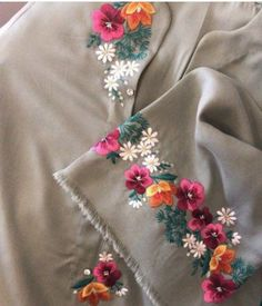 Embroidery Suits Punjabi, Hand Embroidery Dress, Kurti Embroidery Design, Embroidery Neck Designs, Floral Embroidery Patterns, Hand Embroidery Videos, Embroidered Clothes, Embroidery Fashion, Beaded Embroidery