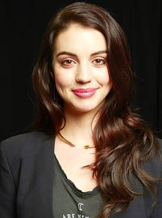 Adelaide Kane - she's so beautiful. Im obsessed with her beauty. Especially the way she looks on Reign.