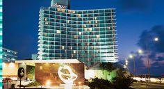 El Hotel Habana Riviera fue inaugurado en diciembre de 1957 con una presentación de Ginger Rogers en el legendario salón Copa Room. Su construcción estuvo a cargo del gánster Meyer Lansky, quien abandonó Cuba en apuros dos años después de terminado el edificio. Así se desvanecieron sus sueños y las lucrativas operaciones que planeaba realizar con el casino del hotel.