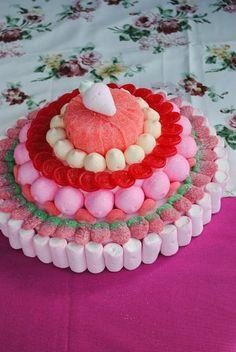 Ecco 20 decorazioni insolite con le caramelle! Lasciatevi ispirare... Decorazioni insolite con le caramelle. Ecco per Voi oggi una bellissima selezione di 20 idee per decorare creativamente con le caramelle. Sono i bambini che saranno contenti!! L'idea n...