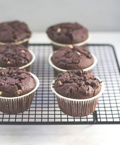 Recipe for delicious, juicy and very classic chocolate muffins with extra s . - Essen - Best Ever Muffins Recipes Mini Dessert Recipes, Mini Desserts, Cupcake Recipes, Chocolate Muffins, Chocolate Brownies, Chocolate Desserts, All Recipes Banana Bread, Muffin Recipes, Cupcakes