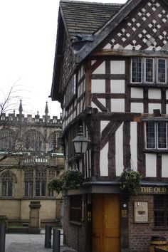 Shambles square, Manchester, England, United Kingdom, photograph by Citizen Andrew. Manchester England, Manchester City, Aarhus, Estilo Tudor, Places To Travel, Places To Go, Salford, England And Scotland, Ancient Architecture
