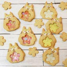 「#ステンドグラスクッキー」をご存じですか?型を抜いたクッキーに溶かした飴を入れたキラキラと可愛いクッキーが今インスタグラムで話題なんです♪さらにその進化系として「#シャカシャカクッキー」まで登場してます。見たら思わずマネしたくなっちゃう主役級の可愛いクッキーをご紹介します♪