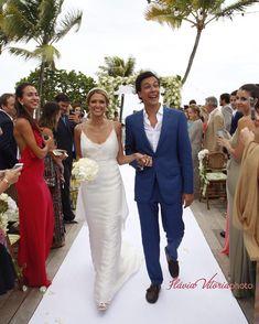 Destination wedding: Helena Bordon e Humberto Meireles Wedding Ideas Board, Wedding Inspiration, Wedding Wear, Wedding Gowns, Valentino Gowns, Bouquet, Design Floral, Knot Dress, Dress Rings