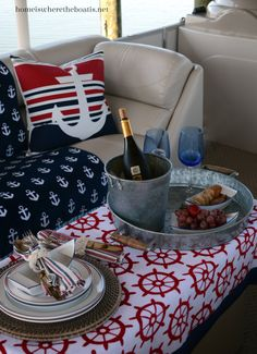 A Wheelhouse Picnic | homeiswheretheboatis.net #LakeNorman #pontoon