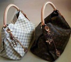 Fashion Designers Louis Vuitton Outlet, Let The Fashion Dream With LV Handbags At A Discount! New Ideas For This Summer Inspire You, Time To Shop For Gifts, Louis Vuitton Bag Is Always The Best Choice, Get The Style You Love From Here. Louis Vuitton Handbags, Louis Vuitton Speedy Bag, Fashion Handbags, Purses And Handbags, Fashion Bags, Leather Handbags, Womens Fashion, Cheap Handbags, Popular Handbags