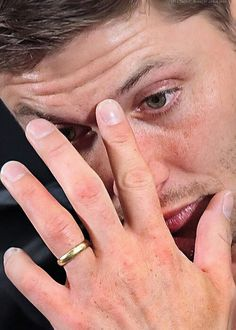 first thing i always look at on a man is his hands. a man should have big hands. they should be a little rough from work. and clean. jensen has perfect hands! love them freckles