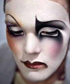 MATHU ANDERSEN - Make Up :: MMA