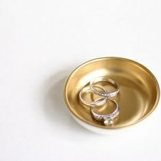 This adorable bowl is so easy to make and it's a great way to keep small items like jewelry organized.